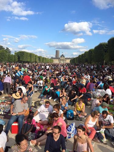 パリ革命記念日 花火 エッフェル塔