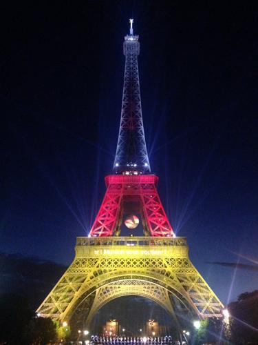 エッフェル塔 ドイツ ライトアップ
