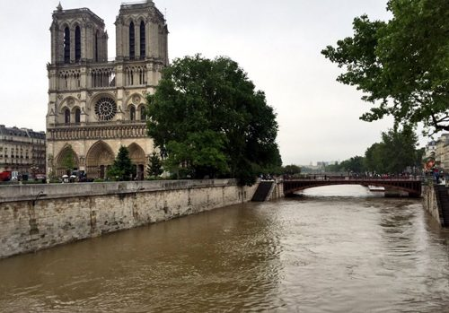 ノートルダム大聖堂 洪水 大雨