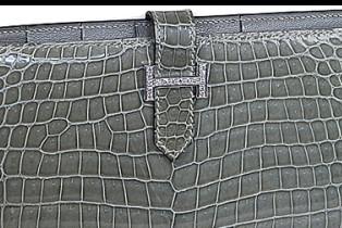 e3575429bf04 エルメスの人気のお財布、ベアン!今回はセレブ、芸能人が使用するダイヤモンド入りのものをご紹介致します!