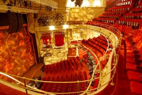 Le théâtre Mogador オペラ座の怪人