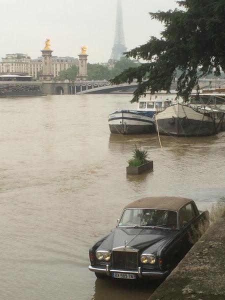 エッフェル塔 洪水 大雨